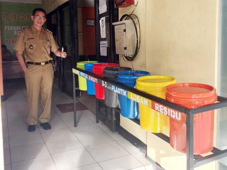 Sukapura PPSU Creates Waste Sorting Containers From Unused Items