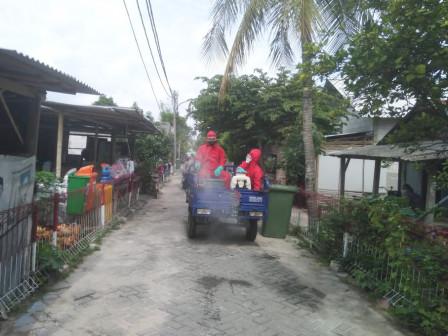 Lingkungan Warga Pulau Lancang di Disinfeksi