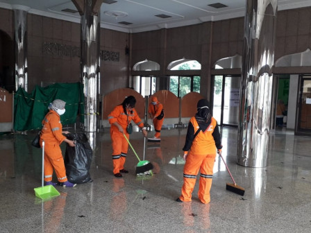 250 Personnel Deployed for Post-Flood Cleaning in Cipinang Melayu