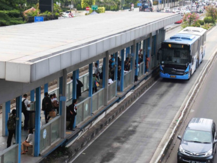 Transjakarta Provides Transparent Masks and Portable Sinks for People with Disabilities