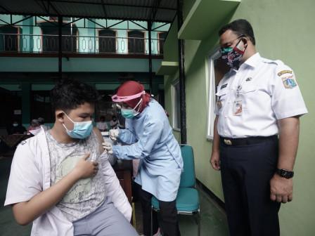 Dampingi Gubernur Anies, Murid MAN 7 Jagakarsa Antusias Ikuti Vaksinasi Anak