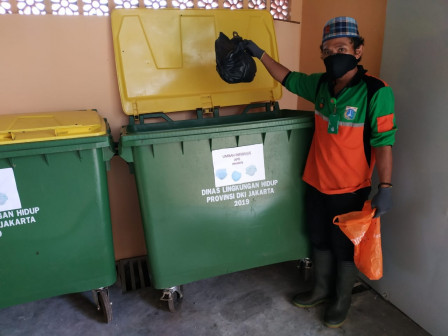 South Jakarta Health Provides Dustbins for Medical Waste