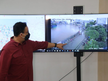 Monitoring Manggarai Sluice Gate, Anies Urges All Ranks to Prioritize Residents Safety