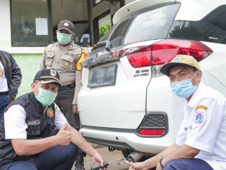 631 Vehicles Take Emission Test in North Jakarta for Free