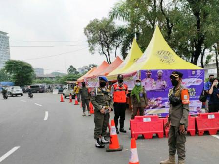 100 South Jakarta Satpol PP Assists Monitoring at Homecoming Checkpoints