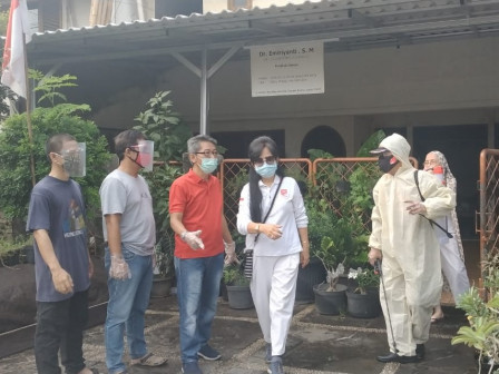 Tim Gugus Tugas COVID RW 08 Pondok Bambu Gencar Sosialisaiskan 5M