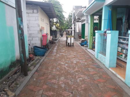 Sidewalks and Roads Repair in Tidung Island Reaches 90 Percent