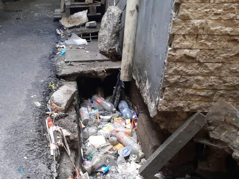 Kondisi saluran yang penuh dengan sampah