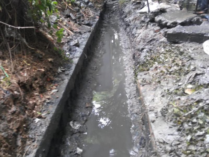 Kondisi saluran yang penuh dengan sedimentasi lumpur