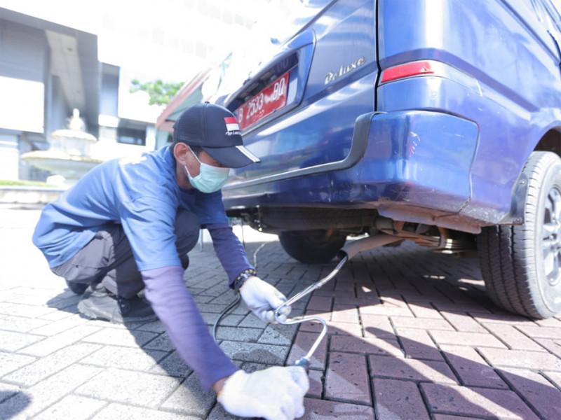 Pengecekan uji emisi kendaraan dinas Pemerintah Kota Administrasi Jakarta Timur