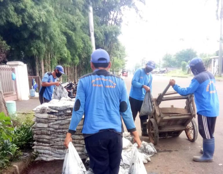 Pengurasan Saluran di Jl Taman Jeruk Utama Jakarta Barat