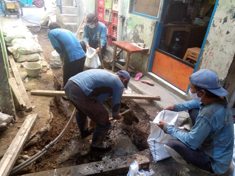 Pembuatan Saluran Jalan Jelambar Timur Kel. Jelambar Timur