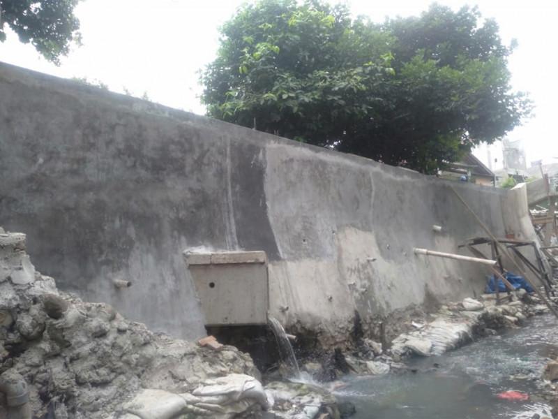 Perbaikan Turap Saluran Air di Jalan Batu Sari III Kramat Jati