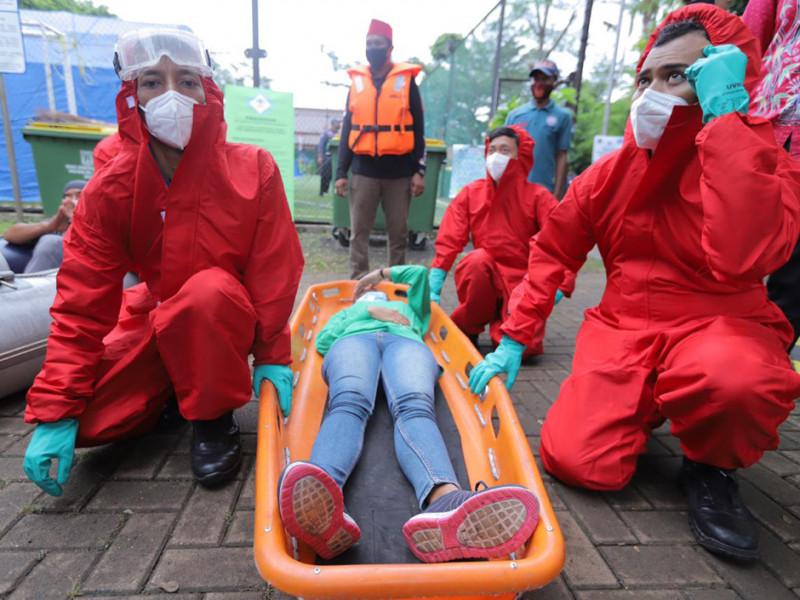 Kesiapan tim evakuasi dalam simulai penanganan korban