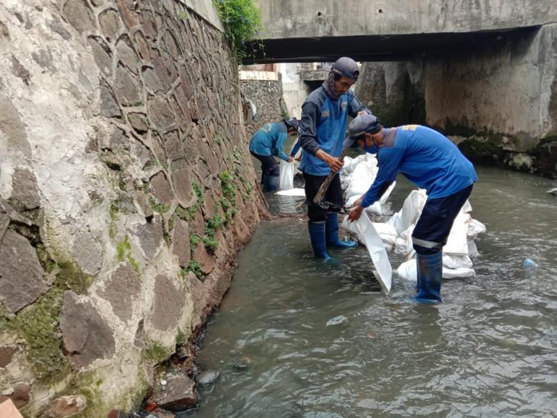 Pengurasan Saluran di Jalan Cikoko Barat IV Jakarta Selatan