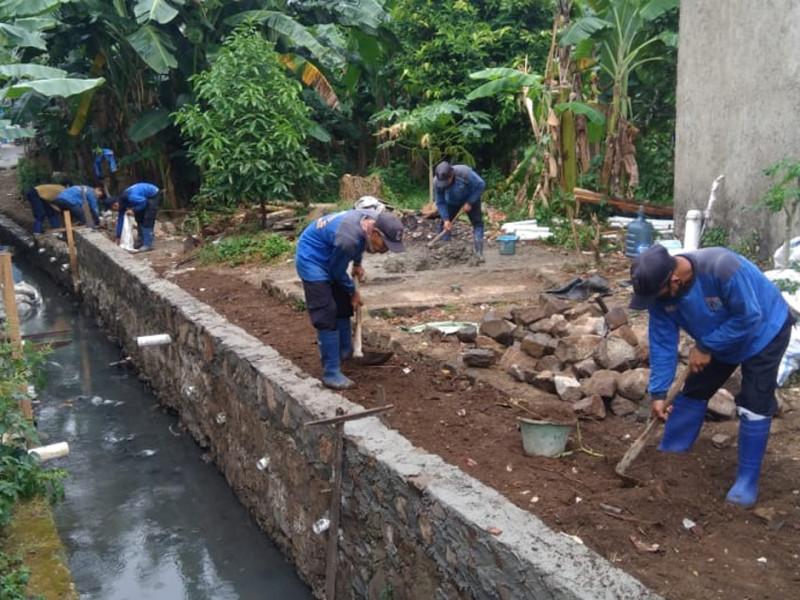 Kegiatan Perbaikan Turap Saluran di Jalan Jeruk Jaksel