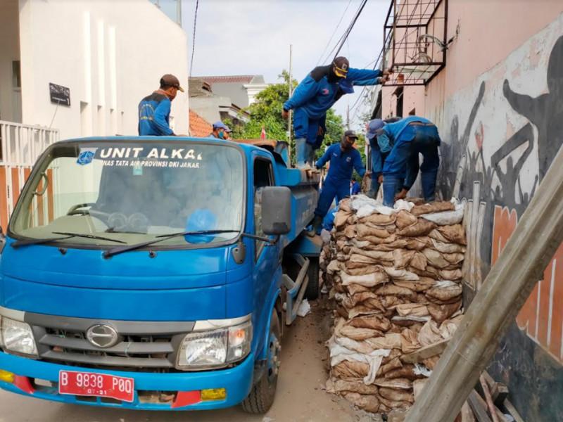 Pekerjaan Normalisasi Saluran Mikro di Jl. Cempaka Baru