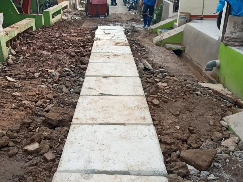 Pembuatan Saluran Air di Jalan Sarbini 3 Kecamatan Makasar