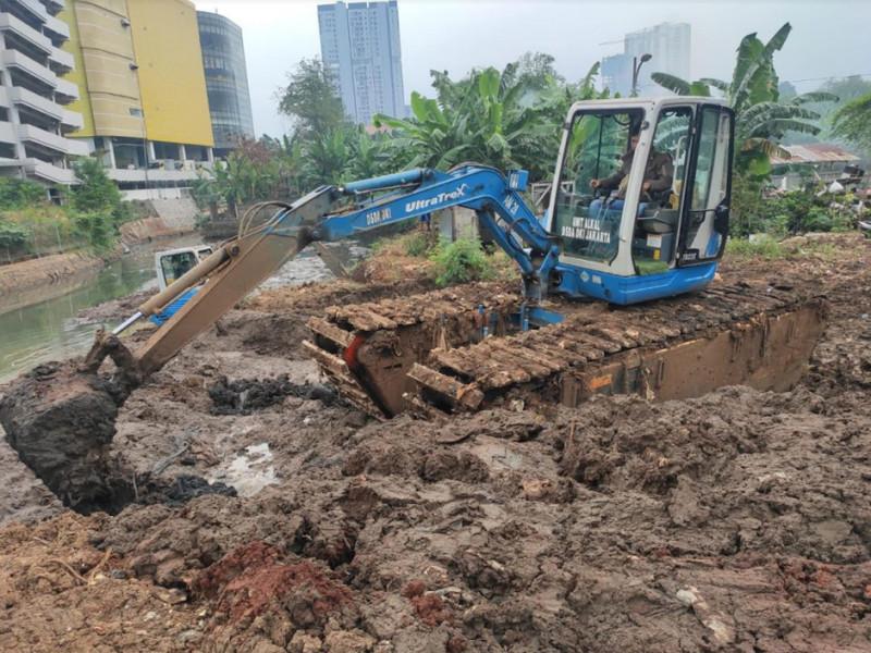 Kegiatan Pengerukan Kali Serua Jakarta Selatan