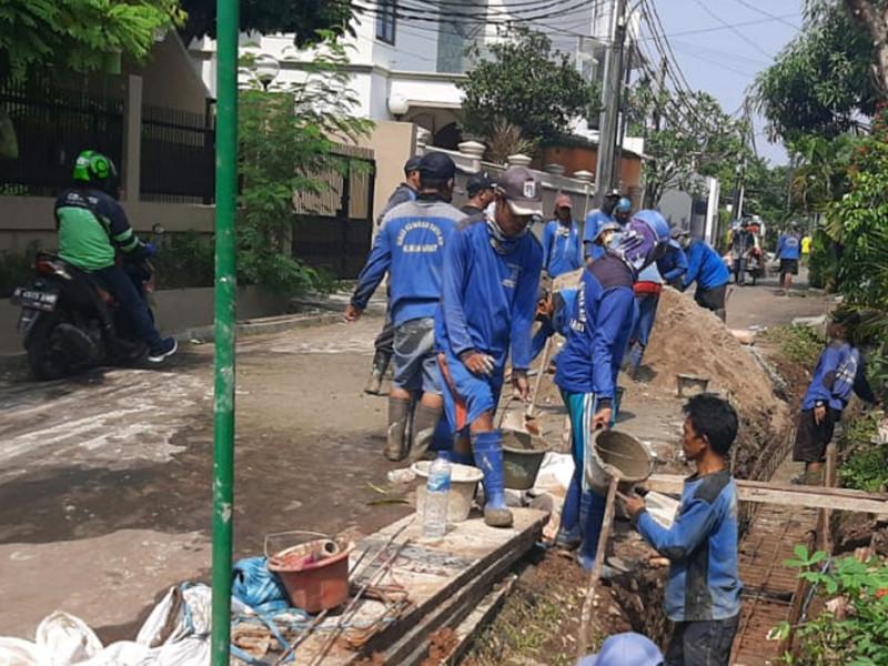 Kegiatan Pengurasan dan Perbaikan Saluran di Jl. Anggrek Jakarta Barat