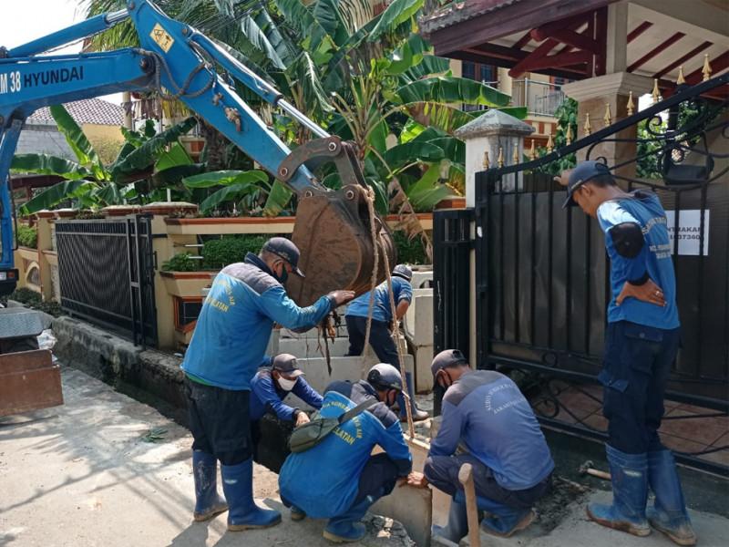 Perbaikan Saluran di Jalan Perintis Jakarta Selatan