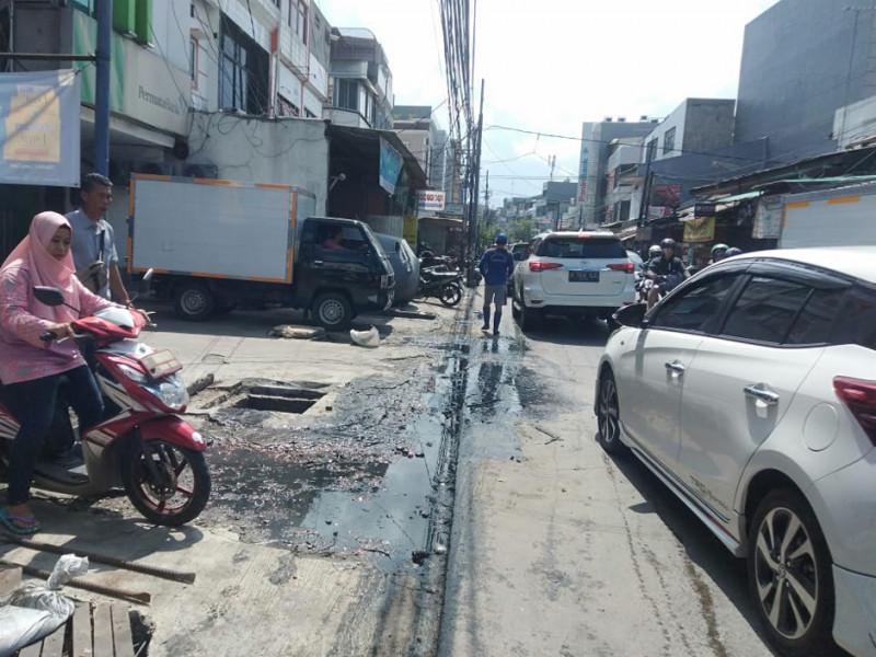 Pengurasan Saluran Jl. Jelambar Baru Raya Sisi Utara