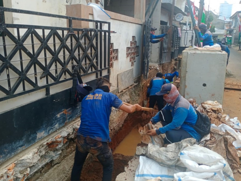 Pembuatan Saluran di Jl. Pengadegan Barat I Jakarta Selatan