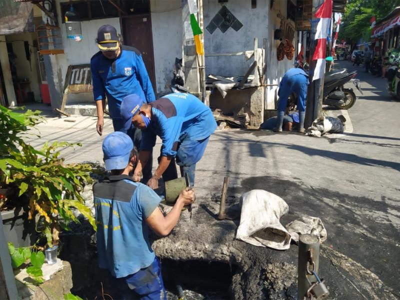 Pengurasan di Jalan Kingkit 1 Kelurahan Kebon Kelapa Kec. Gambir