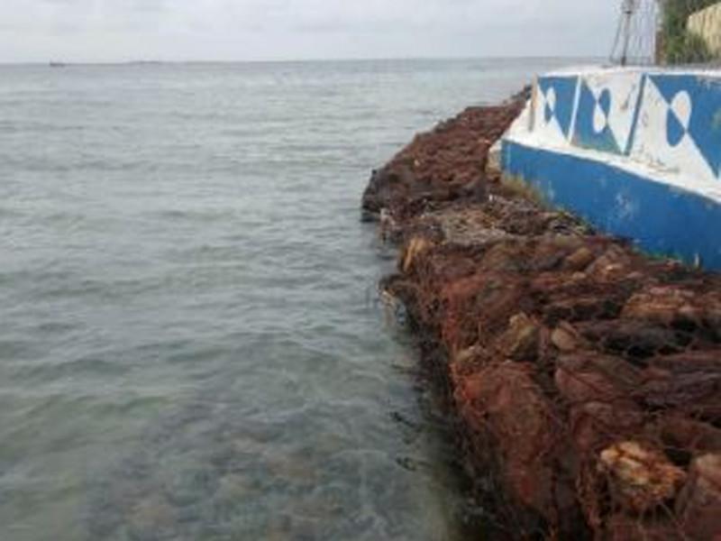 Pemasangan Kawat Bronjong Batu Belah Tanggul Sisi Dermaga Timur Pulau Untung Jawa