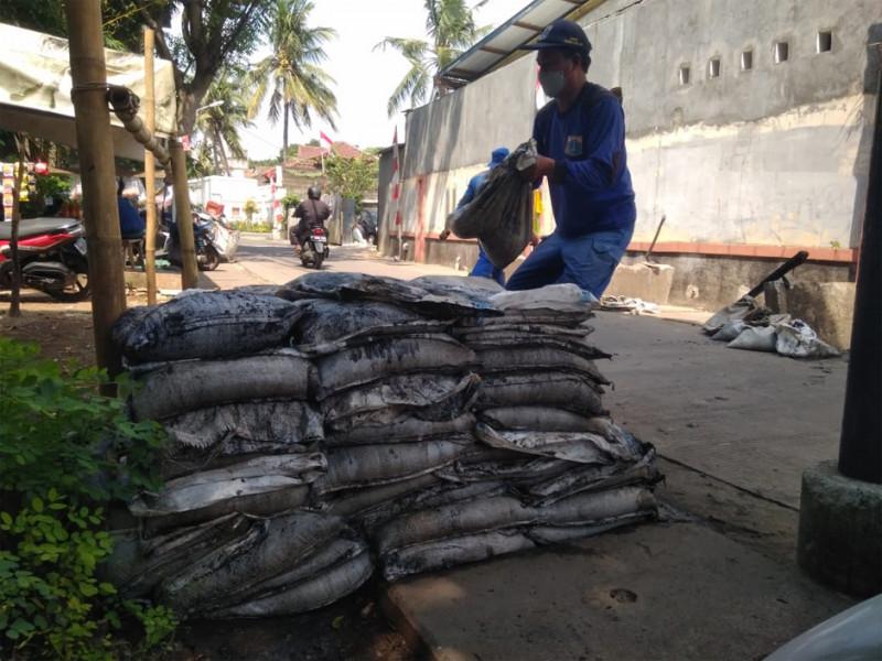 Kegiatan Pengurasan Saluran di Jl Jangkrik Jakarta Selatan