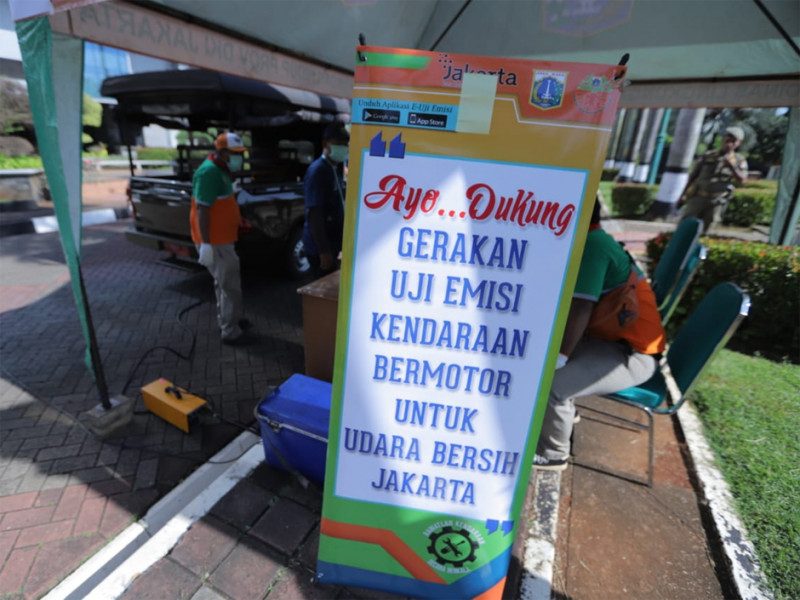 Stan pengecekan uji emisi kendaraan