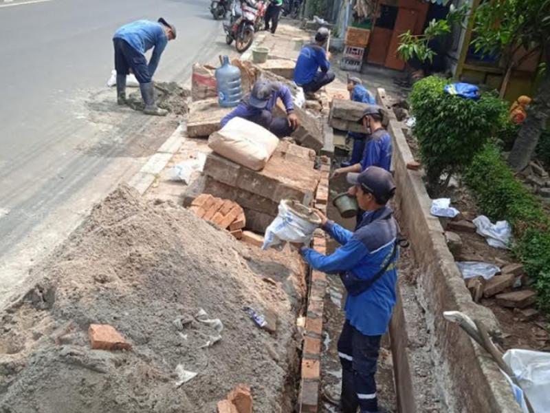 Kegiatan Perbaikan Saluran di Jl Raya Pasar minggu Jakarta Selatan