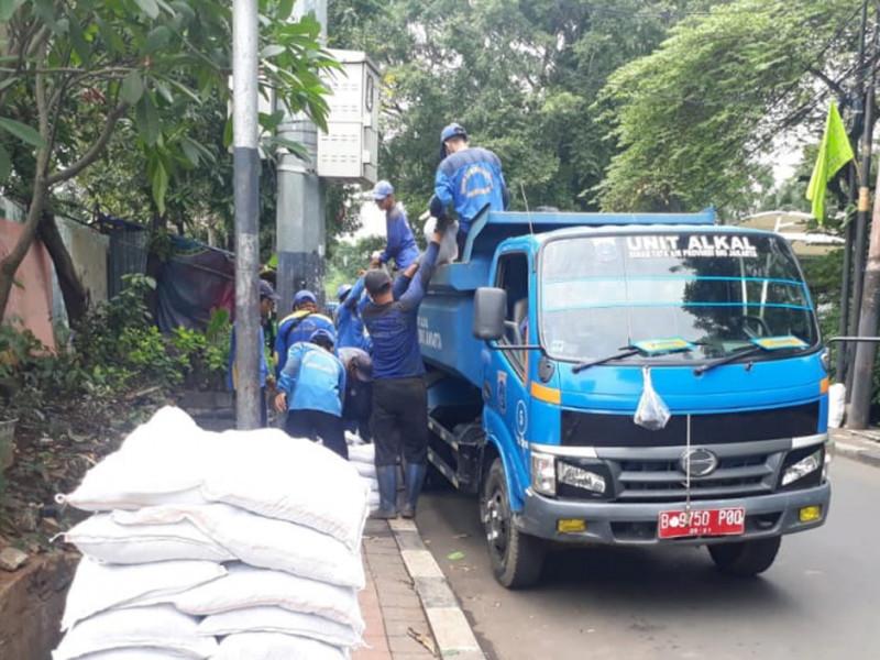 Pengurasan Saluran di Jl Anggrek Garuda Jakbar