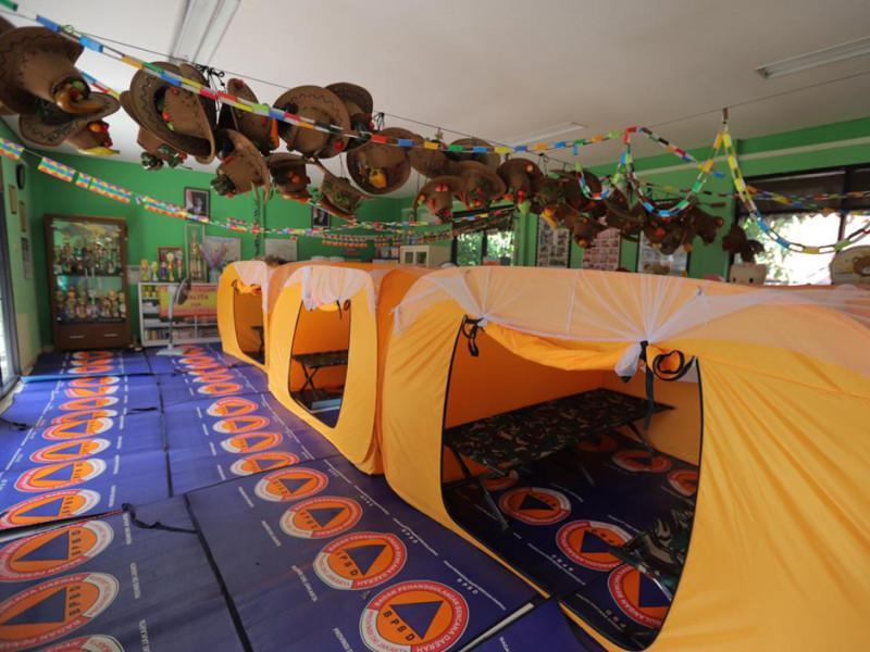 Kondisi tenda pengungsian di RPTRA Cililitan