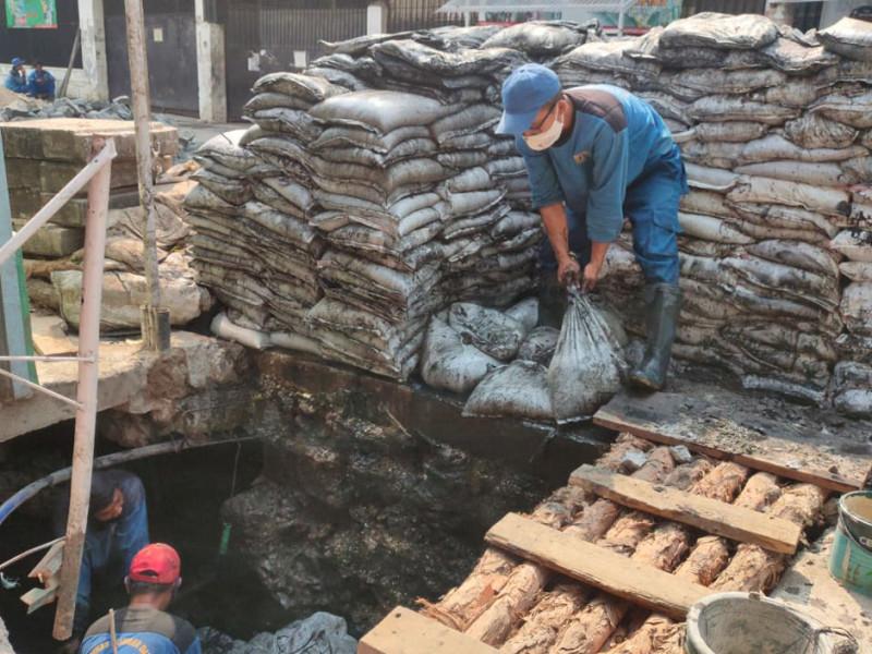 Pekerjaan Lanjutan Pengurasan Saluran di Jalan Ir. H. Juanda II