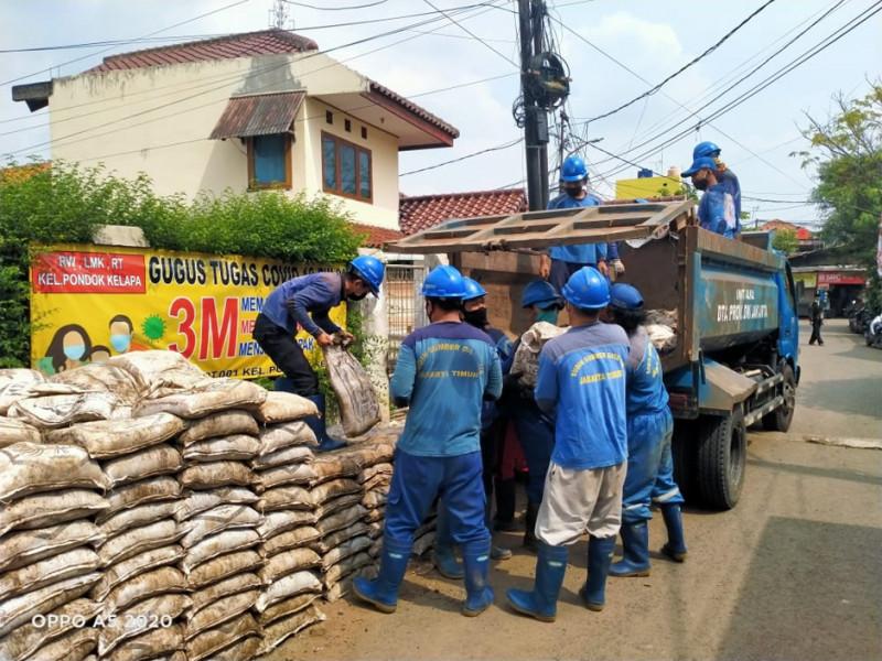 Pengurasan Saluran Saluran Jalan Masjid Al-Ikhlas Pondok Kelapa