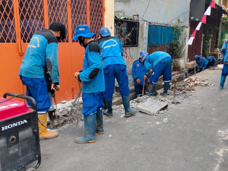 Normalisasi saluran di Jalan Letjend Suprapto Gang Moh. Ali