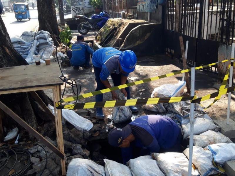 Pengurasan Saluran di Jl. Tebet Raya Jakarta Selatan