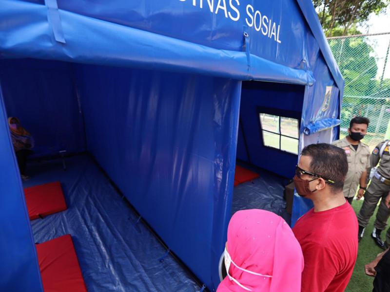 Pengecekan kesiapan tenda pengungsian oleh Wali Kota Jakarta Timur