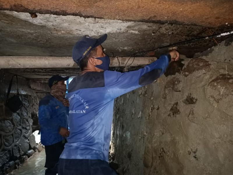 Perbaikan Turap Saluran di Jalan Sawo Jakarta Selatan