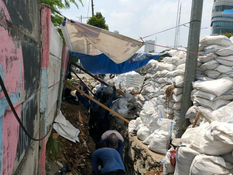 Perbaikan Turap Jalan Pilar Raya Kelurahan Kedoya Selatan
