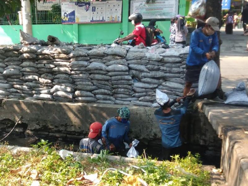 Pengurasan Saluran Jl.Mangga Raya Kebon Jeruk, Jakarta Barat