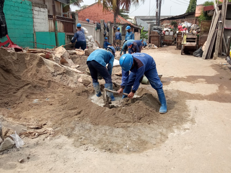 Perbaikan Saluran Air di Jalan Cipinang Campedak III Jatinegara