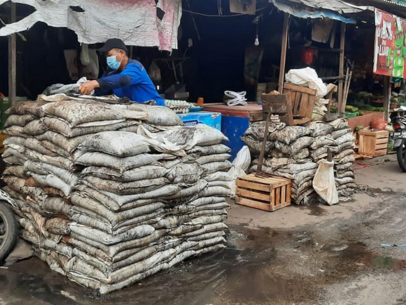 Pengurasan Saluran Air di Jalan Nusa I Kramat Jati Jakarta Timur