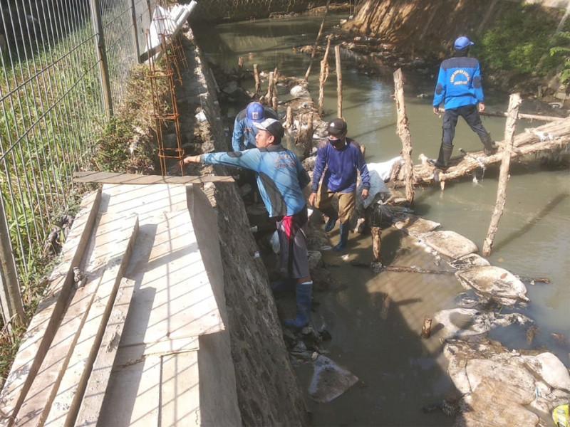 Perbaikan Turap Kali BCT Jakarta Barat