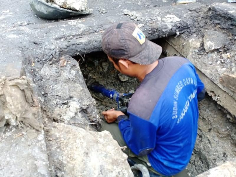 Banyaknya sedimentasi tanah yang menumpuk didalam saluran