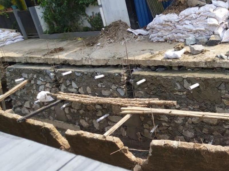 Perbaikan Turap Saluran Air di Gang Bersama Kecamatan Pasar Rebo