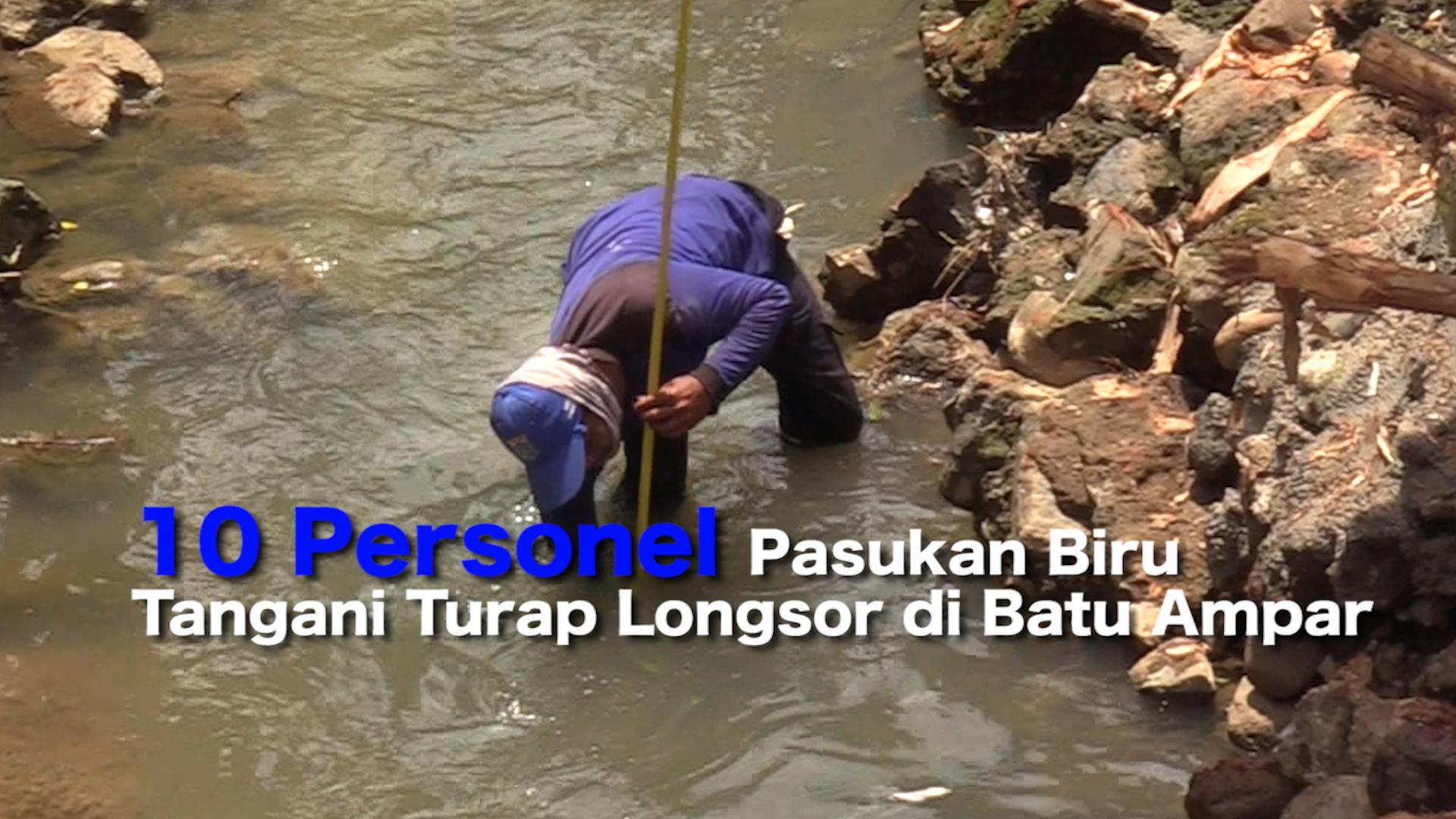 10 Personel Pasukan Biru Tangani Turap Longsor di Batu Ampar