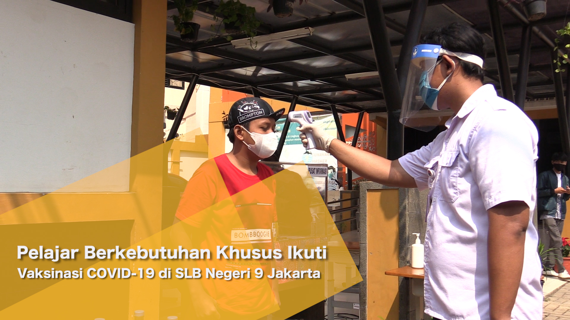 Pelajar Berkebutuhan Khusus Ikuti Vaksinasi COVID-19 di SLB Negeri 9 Jakarta